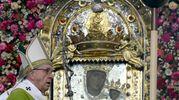 Bergoglio omaggia la Madonna di San Luca (Schicchi)