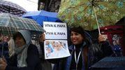 I cartelli di benvenuto per il Papa (Ansa)