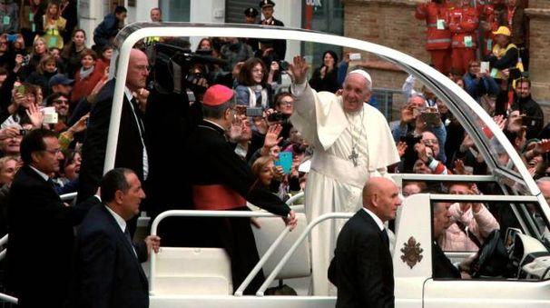 Papa Francesco in piazza del Popolo a Cesena (foto Ravaglia)