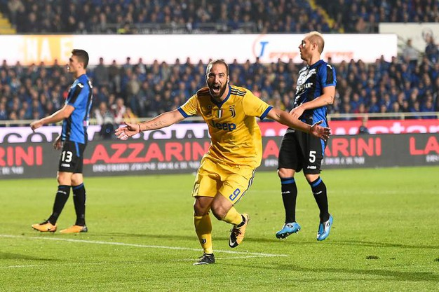 Esultanza di Higuain della Juventus per il gol dello 0-2 (LaPresse)