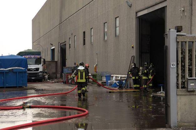 L'incendio nel sito di stoccaggio rifiuti di Cinisello