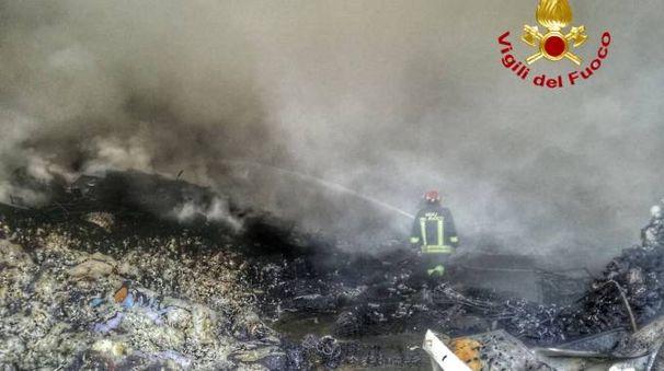 Maxi incendio a Cinisello