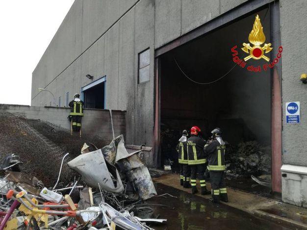 I vigili del fuoco in azione a Cinisello