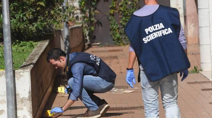 La scientifica della polizia in via Scipione dal Ferro (Schicchi)