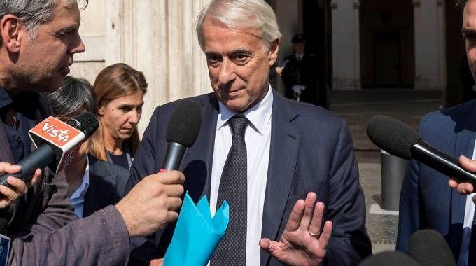 Giuliano Pisapia all'uscita da Palazzo Chigi (LaPresse)