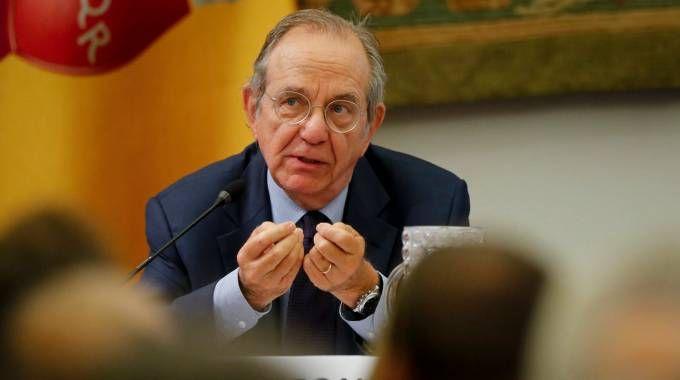 Il ministro dell'Economia, Pier Carlo Padoan (Lapresse)