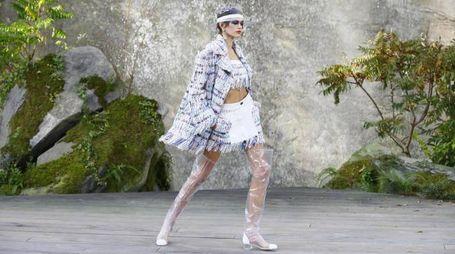 Kaia Gerber sfila per Chanel (Ansa)