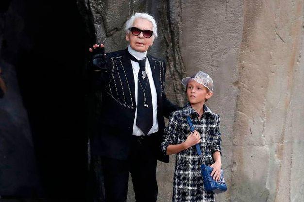 Karl Lagerfeld e il figlioccio Hudson Kroenig (Afp)