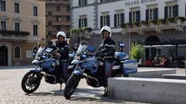 Gli agenti della Polizia di Stato al lavoro