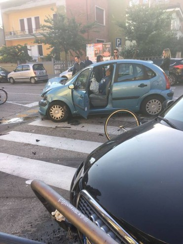 Due automobili coinvolte (foto omaggio)