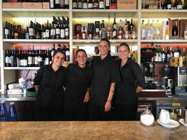 Sabrina Conti, Daniela Romboli, Giulia Lepore e Chiara Scali (Carolina Café, via Cairoli)