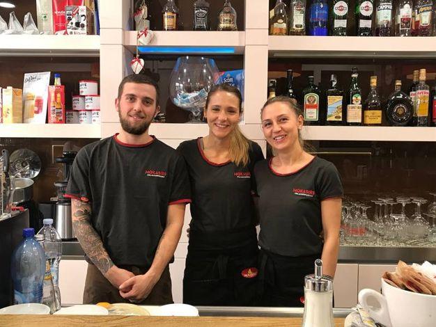 Michelangelo Lubrano, Sara Antonelli e Iulia Suciu (Bar Mokasirs, via Grande)