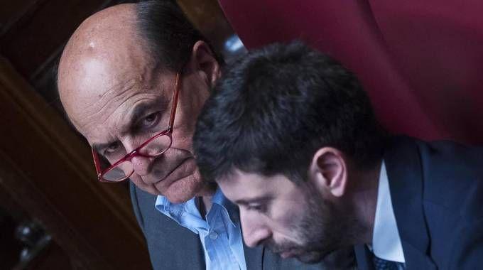 Luigi Bersani con Roberto Speranza (Ansa)
