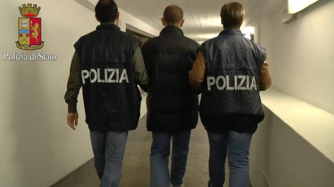 Bimba molestata, fermato 40enne italiano