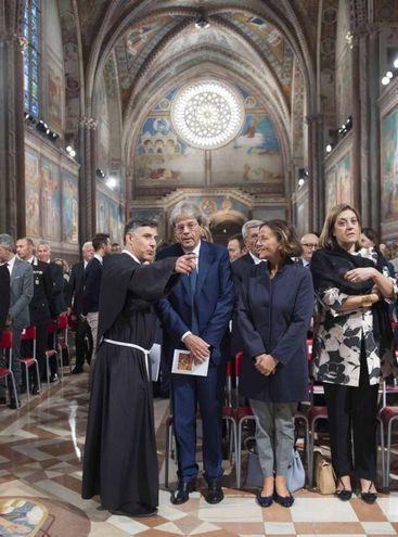 Assisi, il presidente del Consiglio, Paolo Gentiloni, alla celebrazione della festa di S. Francesco (©LaPresse/Palazzo Chigi/Tiberio Barchielli)