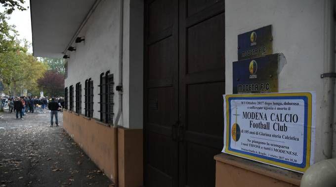 La sede del Modena Calcio dove domenica è stato affisso un 'necrologio' durante la protesta dei tifosi