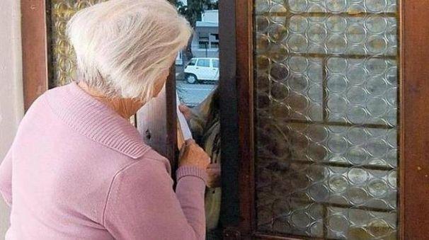Anziana derubata da denaro e gioielli da un finto poliziotto a Rimini (foto d'archivio)