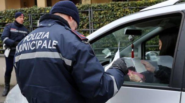Controllo su strada della polizia municipale (foto d'archivio Germogli)