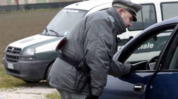 Un controllo della polizia provinciale (foto archivio Businesspress)
