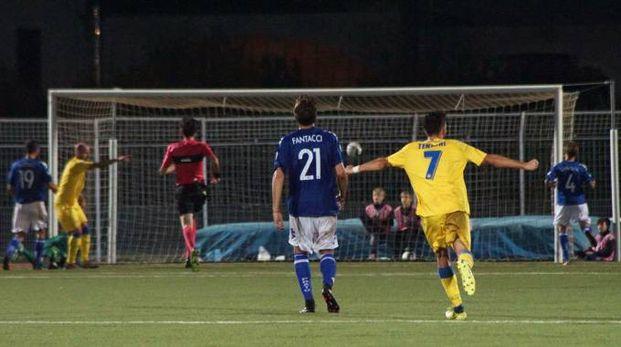 Uno dei cinque gol della Carrarese (Sarah Esposito / Fotocronache Germogli)
