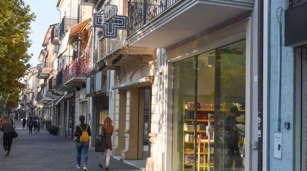Rapinaa in farmacia a Civitanova (foto De Marco)