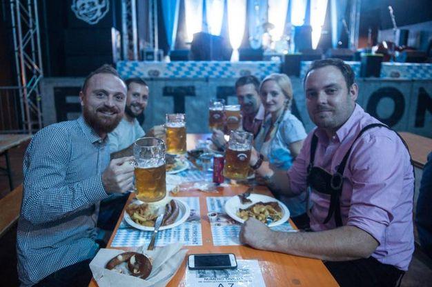 Birreria e ristorante sono aperti dalle 19 a notte fonda (foto Schicchi)