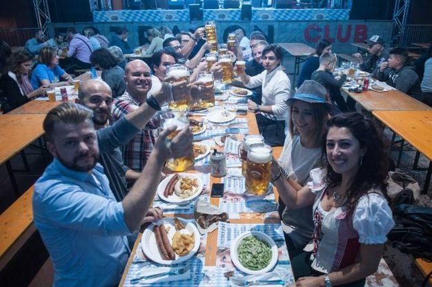 Un brindisi alla birra (foto Schicchi)