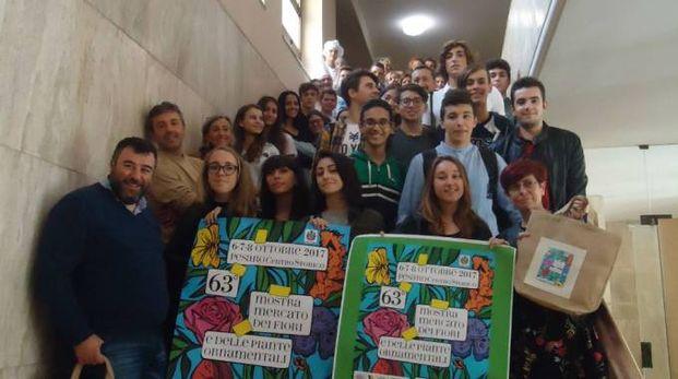 La presentazione in Comune con studenti e docenti delle scuole superiori