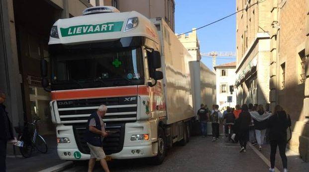 Il Tir in via San Francesco