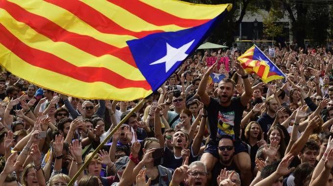 Catalogna, la protesta in piazza del 2 ottobre (Afp)
