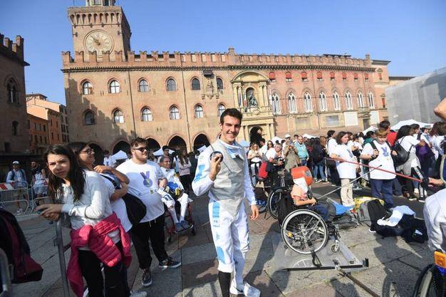 Emanuele Lambertini, 18 anni, in piazza Maggiore