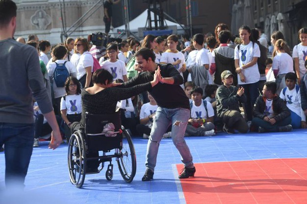 Anche la danza in piazza (foto Schicchi)