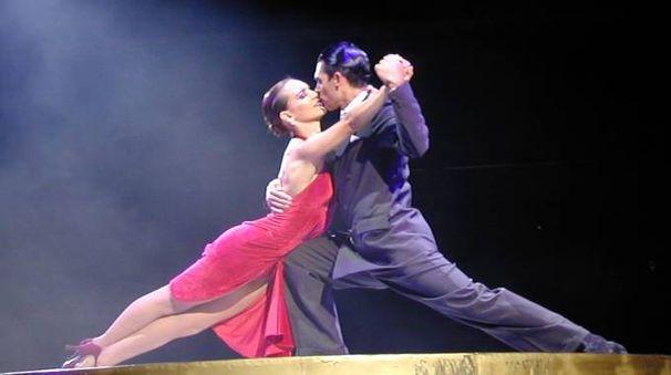 Si parla dell'influenza della cultura italiana nel tango e nella cultura aregntina