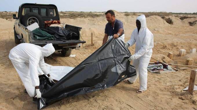Libia, morti in un naufragio al largo della costa di Sabrata (foto Afp)
