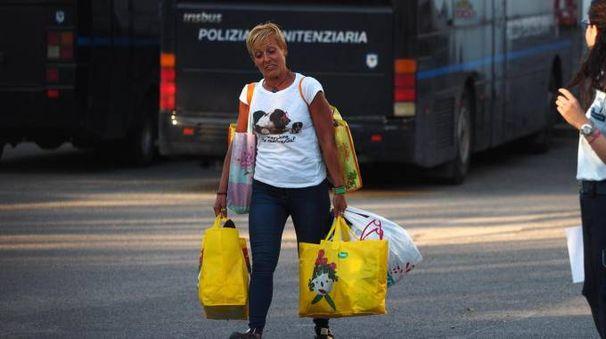 Daniela Poggiali all'uscita del carcere della Dozza di Bologna