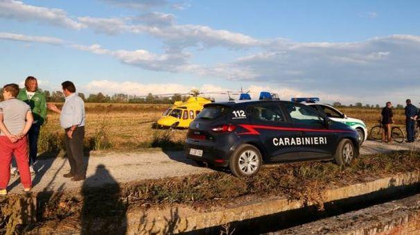 Carabinieri, elisoccorso e vigili sul luogo del ritrovamento del corpo (Sacchiero)