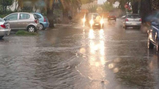 Difficoltà a passare per le auto (foto Zeppilli)