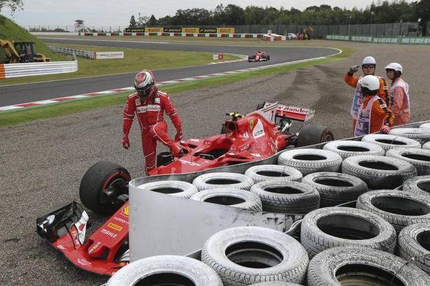 L'incidente a Raikkonen durante l'ultima sessione di libere (Ansa)