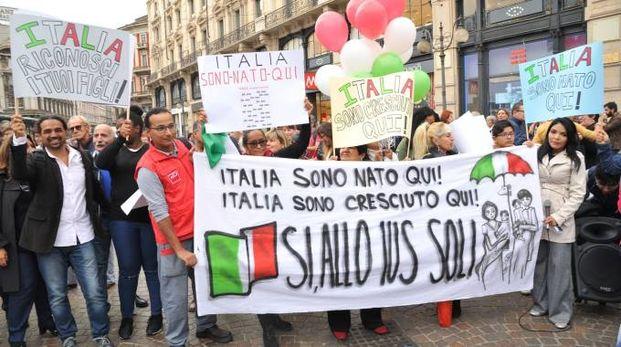 Una manifestazione a sostegno dello ius soli (Newpress)