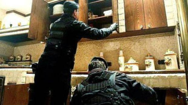 La perquisizione dei carabinieri