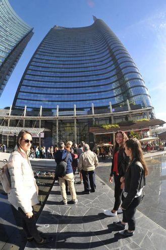 La sede della Unicredit in piazza Gae Aulenti (Newpress)