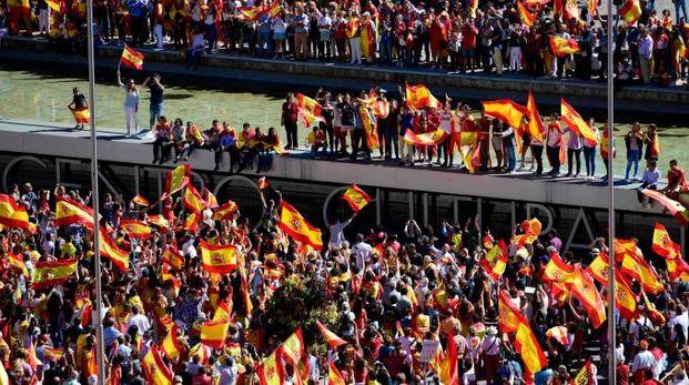 Madrid, manifestazione per l'unità spagnola (Afp)