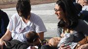 Settimana mondiale dell'allattamento, flash mob davanti alla Sala Borsa (foto Schicchi)