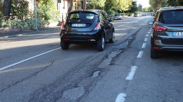 Una eloquente immagine del fondo stradale di via Dal Monte a Zolino