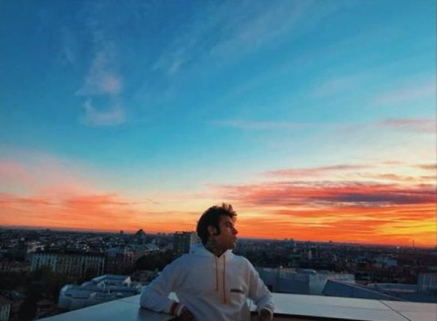 Fedez e il tramonto milanese