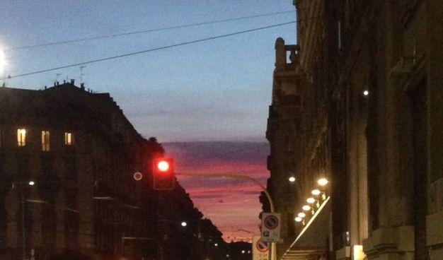 """Tramonto """"rosso"""" a Milano"""