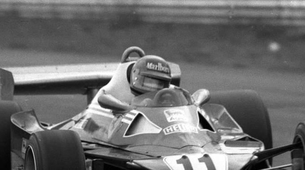 Moglie Villeneuve visita memorial Gilles
