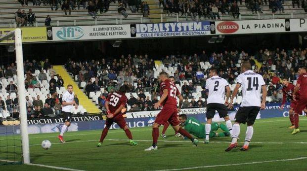 Cesena-Spezia 1-0, il gol di Schiavone (Ravaglia)