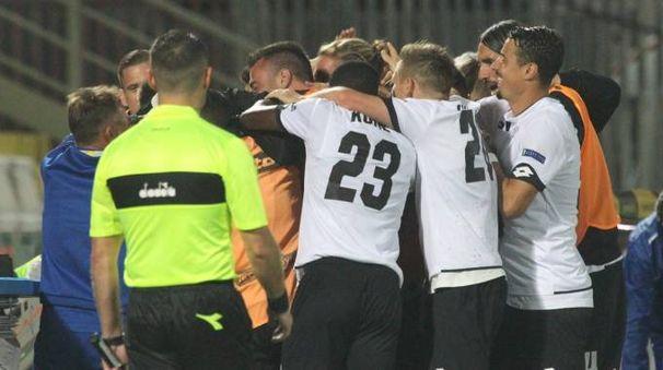 Cesena-Spezia 1-0, l'esultanza dopo il gol di Schiavone (foto Ravaglia)
