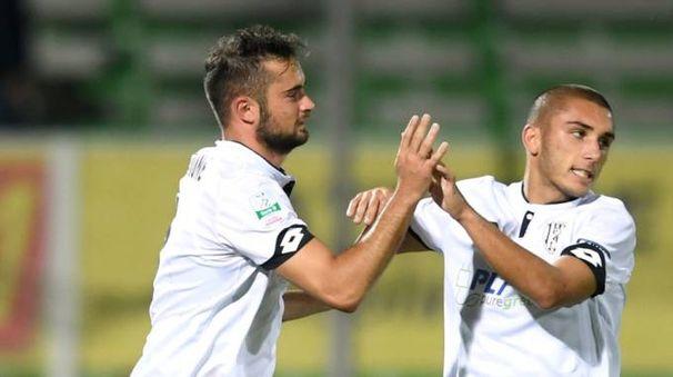 Schiavone in gol per il Cesena (lapresse)